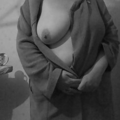 Big Gal Wearing Housecoat Has Hairy Pussy Underneith